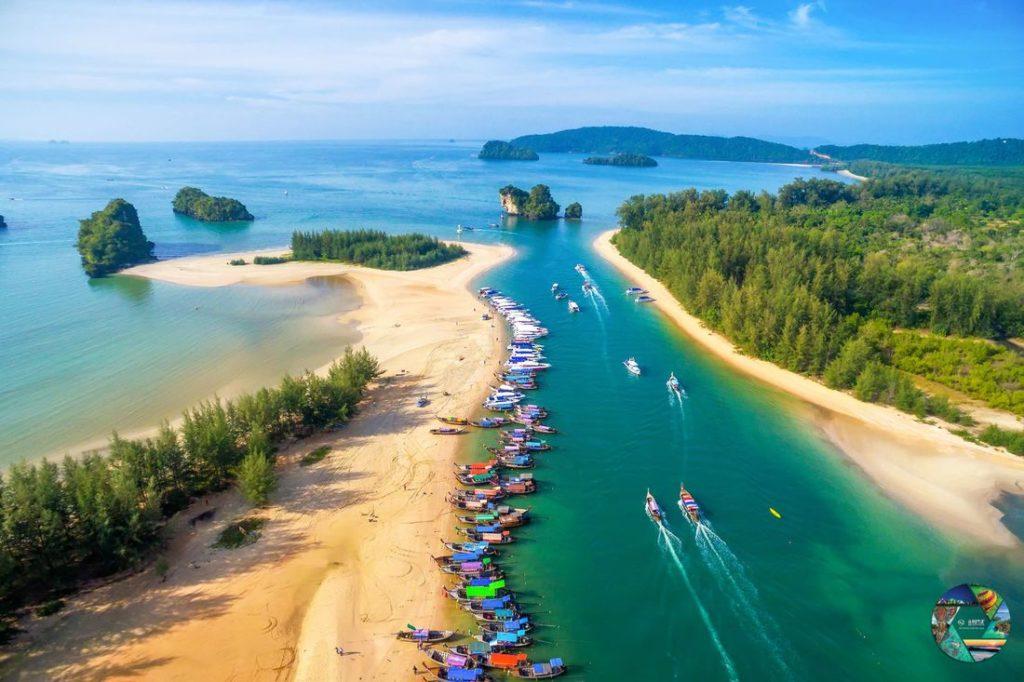 """รางวัลชนะเลิศ โครงการประกวดภาพถ่าย หัวข้อ """"มหัศจรรย์เมืองไทย เก๋ไก๋ทุกมุมมอง"""" ภาพที่ 6 สถานที่ : ทะเล จ.กระบี่ นางสาวมนต์สินี ไชยพิทักษ์กูล"""