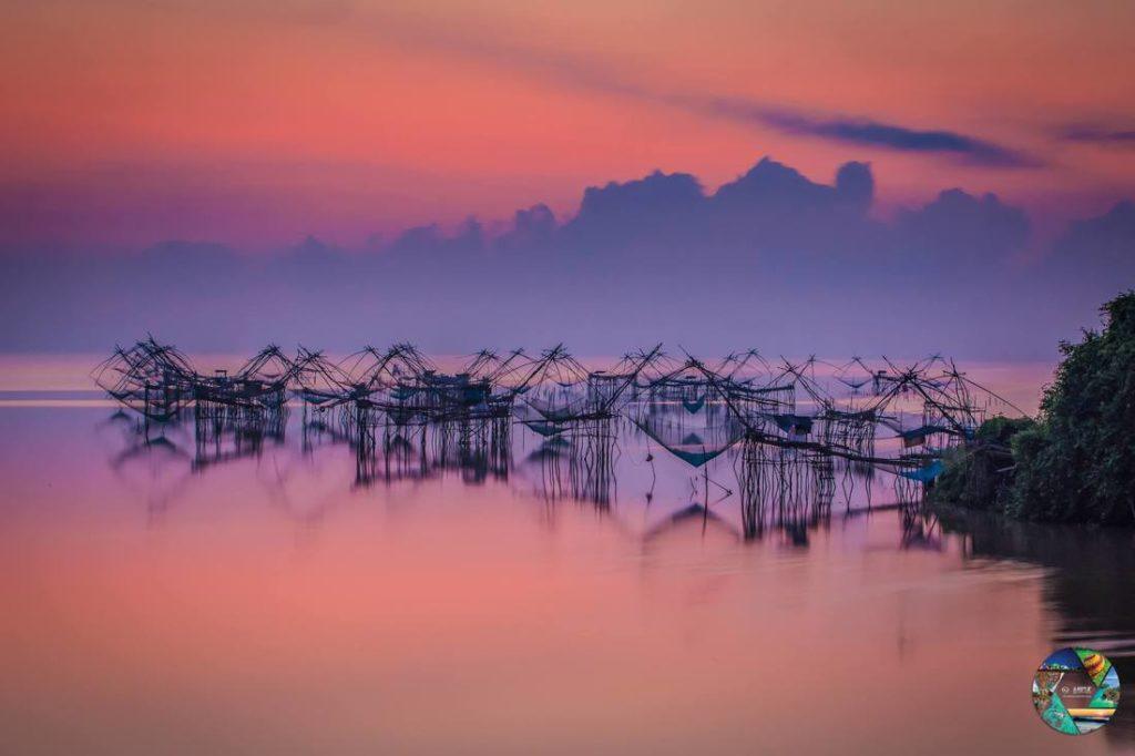 """รางวัลชนะเลิศ โครงการประกวดภาพถ่าย หัวข้อ """"มหัศจรรย์เมืองไทย เก๋ไก๋ทุกมุมมอง"""" ภาพที่ 7 สถานที่ : หมู่บ้านปากประ จ.พัทลุง นางประกาย หะยีวามิง"""