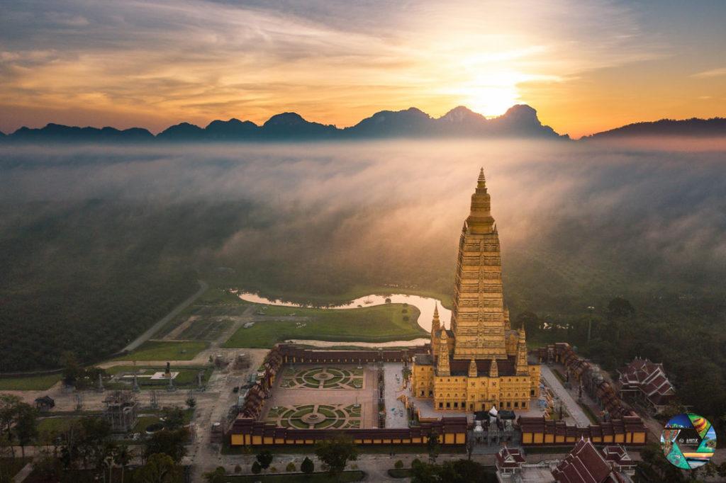 """รางวัลชนะเลิศ โครงการประกวดภาพถ่าย หัวข้อ """"มหัศจรรย์เมืองไทย เก๋ไก๋ทุกมุมมอง"""" ภาพที่ 8 สถานที่ : วัดบางโทง จ.กระบี่ นายภัทรพงศ์ เกี่ยวข้อง"""